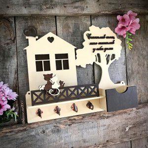 ключница бежевая в виде домик настенная с котиками купить недорого с фамилией семьи с доставкой