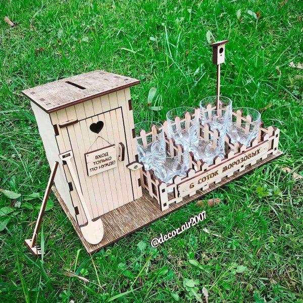 туалет копилка из дерева со стопками подарок для дачника с фамилией и скворечником