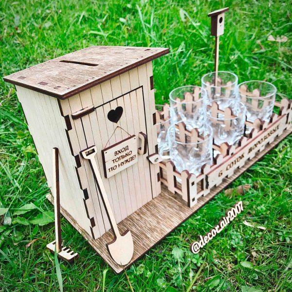 прикольный подарок для дачника или дачницы подарочный набор туалет копилка со стопками для алкоголя мои 6 соток купить недорого с фамилией