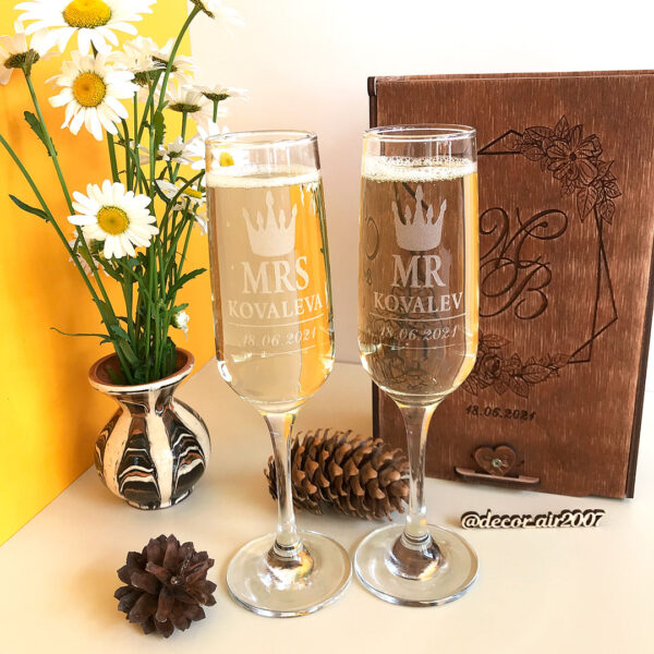 купить свадебные бокалы MR MRS с гравировкой фамильные для шампанского с доставкой в Минске, Могилеве, Бресте, Гомеле в интернет-магазине в подарочной коробке