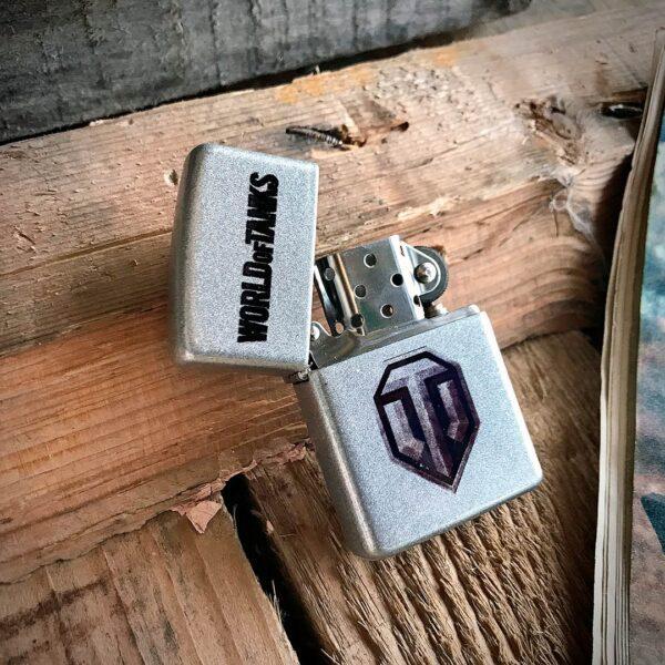 Зажигалка с логотипом игры танки метллик бензиновая в подарок с доставкой купить в интернет-магазине подарков