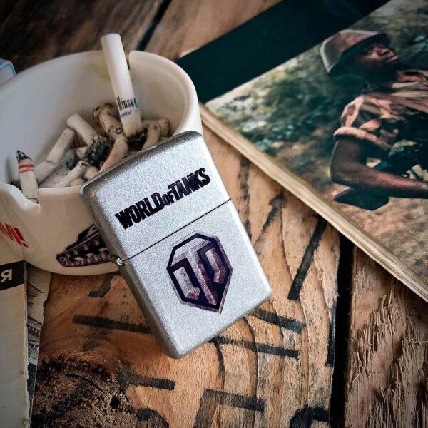 Бензиновая зажигалка с логотипом World of Tanks в цвете серебристый металлик отличный подарок для любителя танков и любого танкиста - купить с доставкой по Беларуси