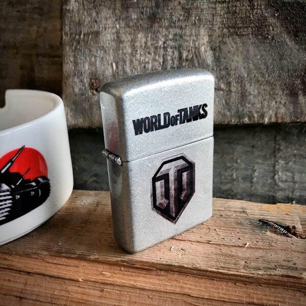 Оригинальная зажигалка World of Tanks с логотипом игры купить в подарок для танковода, танкиста, фаната мира танков с доставкой по Минску, Бресту, Гомелю, Могилеву и другим городам Беларуси недорого
