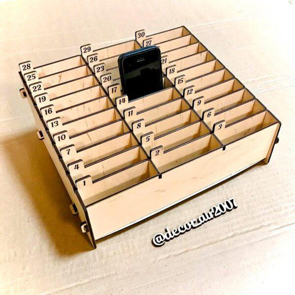 Органайзер коробка для телефонов и смартфонов в класс для школы из дерева на 30 ячеек купить с доставкой в Беларуси в Минске, Гомеле, Гродно, Бресте